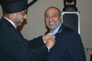 Lion Dharmendra receiving his 5 year service award